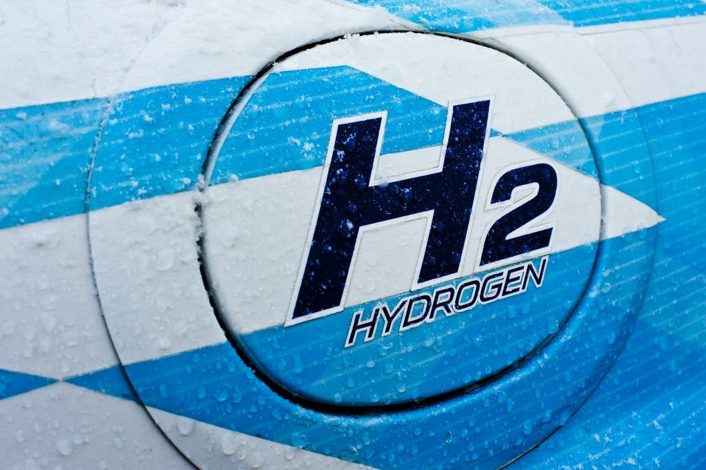 A roadmap to 100% renewable hydrogen